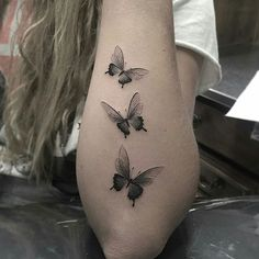 Mini borboletas • ℐnspiração ✩ ℐnspiration • . . #tattoo #tattoos #tatuagem #tatouage #tatuaje #ink #tattooed #tattooedgirls #borboleta #butterfly #TatuagensFemininas