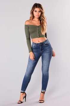 Best Jeans For Women, Perfect Jeans, Cropped Skinny Jeans, Ripped Jeans, Off Shoulder Tops, Fashion Outfits, Womens Fashion, 50 Fashion, Fashion Pants