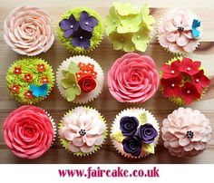 More flower cupcakes!
