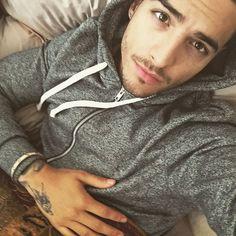 """No quiero pararme de esta cama ""     · Maluma · #Maluma #Prettyboy #Maluma #Prettyboy #Dirtyboy  #borrocassette"