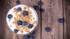 Vill du bli mer hälsosam, ge kroppen viktiga vitaminer och äta nyttigare? Då har du kommit rätt. Här listar vi 10 supernyttiga och goda saker som kommer få dig att bli sund, frisk och pigg.