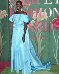 Latest Snap Shots ice Blue Carpet Thoughts For those who like beach-inspired decor, use your blue carpet since the start line for a coastal ado Deeper Shade Of Blue, Shades Of Peach, Blue Color Schemes, Green Carpet, Yellow Accents, Green Fashion, White Patterns, Supermodels, Vogue