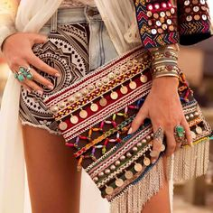 Boho chic embroidered style with a coin clutch Boho Chic, Hippie Chic, Hippie Style, Hippie Elegante, Ethno Style, Style Boho, Look Boho, Bohemian Mode, Gypsy Style