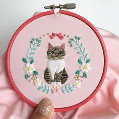 Newest Screen Needlework cat Style These tips ended up being in the beginning publicized by themselves websites and also transferred li Learn Embroidery, Hand Embroidery Stitches, Crewel Embroidery, Embroidery Hoop Art, Hand Embroidery Designs, Cross Stitch Embroidery, Embroidered Quilts, Do It Yourself Inspiration, Needlework