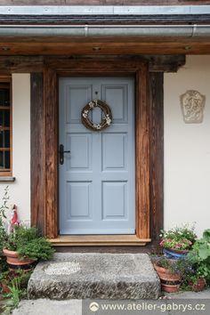 Ateliér Gabryš - Nový dům z recyklovaných materiálů Homesteading, Sweet Home, Garage Doors, New Homes, Clock, Cottage, Exterior, Colours, Outdoor Decor