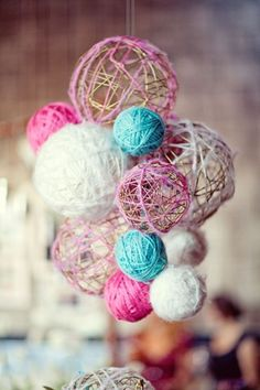 yarn ball chandelier Dip yarn in water down and wrap around a balloon. When yarn dries, pop balloon. Tie together with fishing string. I want to hang in my craft room.