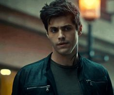 Animated gif shared by Lenka Wordík. Find images and videos about gif, shadowhunters and alec lightwood on We Heart It - the app to get lost in what you love. Matthew Daddario, Clary Fray, Alec Lightwood Aesthetic, Shadowhunter Alec, Magnus And Alec, Shadowhunters Tv Show, City Of Bones, Malec, Fandoms