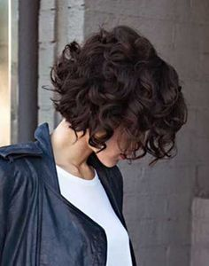 30 Spectacular short curly bob hairstyles is perfect choice for you who have curly hair or want to look different with curly hairstyles. Easy to manage and gorgeous look is the result for your short bob hairstyles Short Curly Haircuts, Curly Hair Cuts, Curly Bob Hairstyles, Pretty Hairstyles, Short Hair Cuts, Short Curls, Frizzy Hair, Bob Haircuts, Thin Hair