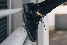 adidas Tubular Invader (Triple Black)