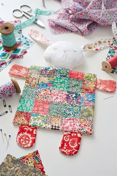Liberty fabric patchwork bunny rabbit comforter baby blanket by Julie Rutter for Issue 20 of Love Patchwork & Quilting magazine Diy Craft Projects, Baby Sewing Projects, Sewing Crafts, Liberty Quilt, Liberty Fabric, Softies, Patchwork Blanket, Patchwork Quilting, Patchwork Ideas