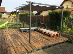 Here is my red pallet terrace. To build this terrace, … Terrace Made Out Of 22 Recycled Pallets Read 1001 Pallets, Recycled Pallets, Wooden Pallets, Pallet Decking, Pallet Lounge, Pallet Furniture, Furniture Projects, Recycled Furniture, Outdoor Pallet Projects