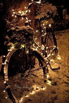 HANDMAIDEN  www.handmaiden-theblog.blogspot.com  Love the lights on the old bicycle