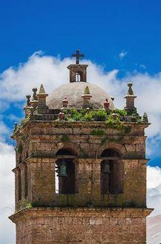 Acabo de compartir la foto de Ronald Alex Espinoza Marón que representa a: Torre del Templo de San Pedro, Acora, Puno