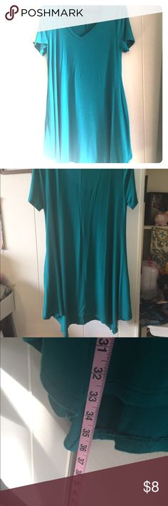 Women's jersey tunic Jade (teal) women's jersey tunic. This tunic is lightweight and super comfortable. This is a medium but is extremely stretchy and has pockets! This was washed and tried on but never worn as it fit a little larger and made me feel like I was swimming in it. B+B Tops Tunics
