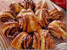 korvapuusti-briose-finlandeze Romanian Desserts, Romanian Food, Romanian Recipes, Pastry And Bakery, Bread And Pastries, Finnish Recipes, Good Food, Yummy Food, Dough Recipe