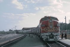 https://flic.kr/p/Azhig6 | ATSF F7A 306L with Train #2, The San Francisco Chief at Amarillo, Texas station on August 27, 1967.  Note the great length of the train. | A Roger Puta photograph