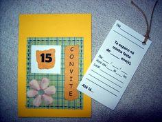 """Convitinho para aniversário no tema """"15 ANOS""""! (ou qualquer outra idade!) Feito em scrapbook, medindo 1/4 de ofício (10x15cm). Com um cartão-convite no """"bolso"""", que vc puxa pelo cordão, e preenche os dados.  Este cartão-convite pode já ser impresso com os dados da festa ficando em branco apenas o nome dos convidados. Se preferir com o nome do convidado impresso também, o valor do convite é acrescido de $0,50 por unidade. Basta passar uma listagem, e enviamos as artes para aprovação antes de…"""