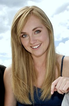 Amber Marshall plays Amy Flemming in Heartland a Canadian show, It is a drama and part action, Watch if you love horses. ps its sad in places Heartland Actors, Watch Heartland, Heartland Ranch, Heartland Tv Show, Amber Marshall, Side Bangs, Woman Crush, My Hair, Amy