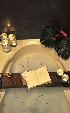 DIY bathtub tray - Easy and affordable project you can do this weekend.