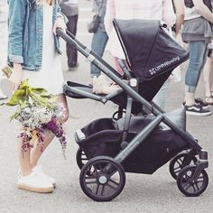 takes her little one to the farmer's market in the VISTA. Read mroe to find out what features make these trips a breeze. Uppababy Stroller, Baby Strollers, Cute Babies, Baby Kids, Baby Baby, Convertible Stroller, Reborn Toddler Dolls, Baby Boutique Clothing