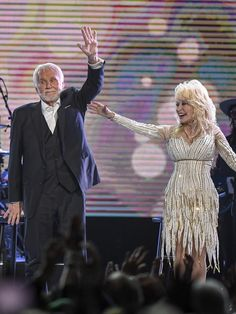 Kenny Rogers, Dolly Parton drop the mic on his final performance — USA TODAY Today's Country Music, Country Music Artists, Country Singers, Kenny Rogers Movies, Dolly Parton Duets, Dolly Parton Kenny Rogers, Halsey Singer, Blake Shelton And Miranda, Urban Cowboy
