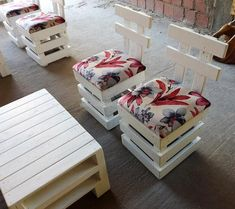 Mini twee wooden pallet chairs are easy to make and are easy to move due to its small size. These wood pallet chairs are giving decent look to your place.Give an appealing contrast to your place where you can enjoy fresh air along with coffee. This is low cost way to dress your place in enchanting manner.