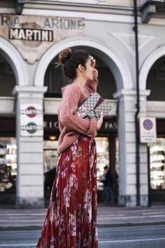Jersey oversize y falda, la combinación ganadora del momento y cómo lucirla (via Bloglovin.com )