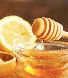 DIY n°1 : Mélangez 1 mesure d'eau, 1 mesure de miel et 1 mesure de citron. Secouez bien la préparation et versez le mélange dans un spray vide.