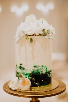 Simple green and white painted wedding cake. View the rest of Geraldine and Kenny's gorgeous green and white wedding in The Imaginarium on SingaporeBrides. Wedding Desserts, Wedding Cakes, Wedding Decorations, Table Decorations, Painted Wedding Cake, Take The Cake, Green Wedding, White Paints, Dessert Table