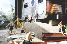 FRONT AND COMPANY 'WOODEN DOLLS ON THE BEACH' WINDOW DISPLAY More photos: http://thebwd.com/front-and-company-wooden-dolls-on-the-beach-window-display/