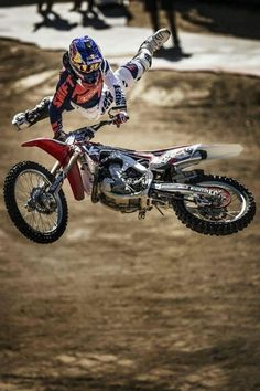 En el Red Bull X-Fighters, Josh Sheehan con este espectacular salto! Get Out There!