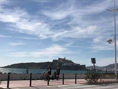 Eivissa es el destino perfecto para unas vacaciones en familia. Ibiza is the ideal destination for family holidays. Eivissa és la destinació perfecta per a unes vacances en familia.