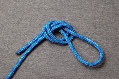 Survival Supply Zone compiled nine crucial yet easy-to-learn rope knots to increase your outdoor survival. Each one used for a specific purpose outdoors. Survival Knots, Survival Gear, Survival Skills, Nudo Simple, Loop Knot, Earthquake Kits, Overhand Knot, Rope Knots, Tying Knots