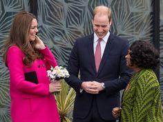 Kate Middleton e o Príncipe William visitam o Centro Stephen Lawrence, em Londres (Foto: Tim Ireland/AP)