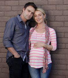 Offspring season 4 Patrick Reid and Nina Proudman, aka Matt Le Nevez and Asher Keddie Offspring Tv Show, Retro Fashion, Boho Fashion, The Mindy Project, Movie Couples, Music Love, American Horror Story, Season 4, Celebrity Couples