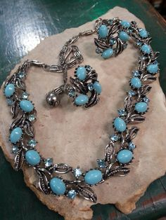 This vintage Lisner set is in like new condition. 16 necklace that has cab turquoise to a robin egg blue colored stones and rhinestones. Matching 1 screwback earrings. Signed on both pieces. Perfect costume jewelry for anyone.