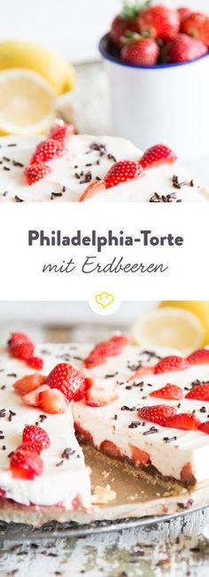 Die besten Kuchen sind die, die mit Erdbeeren, Schokolade und einer herrlich cremigen Frischkäse-Joghurt-Masse gefüllt sind.