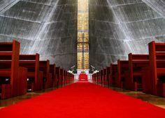 これが教会!? 丹下健三建築の代表作「東京カテドラル聖マリア大聖堂」