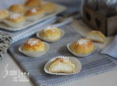 I fiocchi di neve sono una specialità della pasticceria Poppella di Napoli,delle brioche sofficissime racchiudono una crema alla ricotta golosissima!