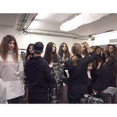 Lucky girls to be in the beckstage of @alberto_zambelli_designer  #mfw #kisterss #albertozambelli #albertozambellidesigner