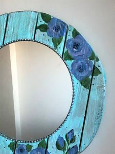 Farmhouse Mirrors, Farmhouse Wall Decor, Farmhouse Chic, Wood Framed Mirror, Diy Mirror, Mirror Painting, Painting On Wood, Shabby Chic Table Lamps, Painted Wood