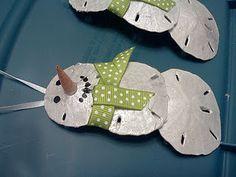 Christmas Crafts – snowman from sand dollars – Gestaltungsideen Snowman Crafts, Diy Christmas Ornaments, Holiday Fun, Holiday Crafts, Christmas Crafts, Christmas Decorations, Shell Decorations, Baby Ornaments, Homemade Christmas