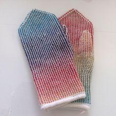 Tunisian #crochet rainbow mitts by reanjutut