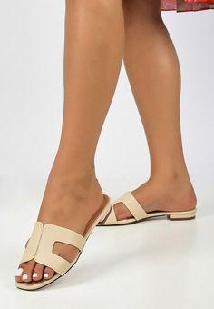 Papuci dama Siliana Bej Flats, Sandals, Salvatore Ferragamo, Slip On, Shoes, Fashion, Loafers & Slip Ons, Slide Sandals, Moda