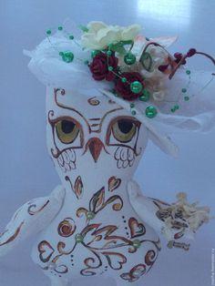 Купить Сова в шляпке - белый, роспись, роспись по ткани, сова, сова игрушка, сова в подарок