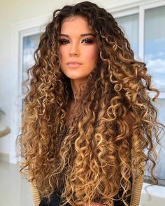 Dyed Curly Hair, Colored Curly Hair, Curly Hair Tips, Curly Hair Care, Color For Curly Hair, Hair Color, Long Curly Haircuts, Curled Hairstyles, Curly Bridesmaid Hairstyles