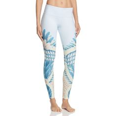 Alo Yoga Airbrush Feather Print Leggings (€83) ❤ liked on Polyvore featuring pants, leggings, tropical feathers, leggings yoga pants, legging pants, white leggings, white legging pants and white trousers