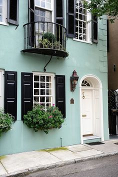 Charleston South Carolina : The Restoration on King : The Best Place to Stay in Charleston SC.  If you are heading to Charleston or thinking of vacationing there, don't miss out on a chance to stay at this gorgeous and luxurious loft style boutique hotel right on King Street.