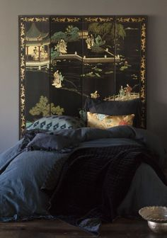 dark chinoiserie bedroom