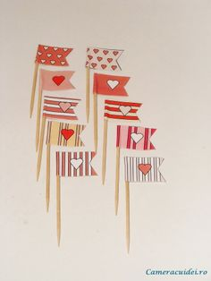 DIY tutorial for these mini flags + downloading this great patterns Mini Flags, Diy Tutorial, Crafting, Diy Projects, Patterns, Cards, Block Prints, Do Crafts, Crafts